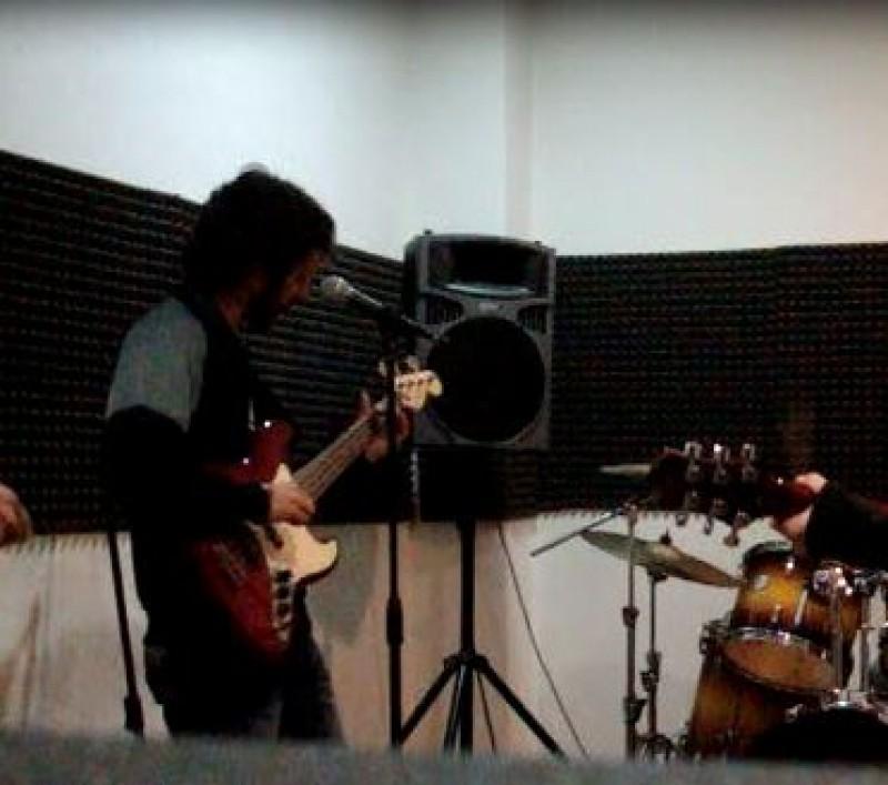 xavi80 musicos bajista hard rock barcelona