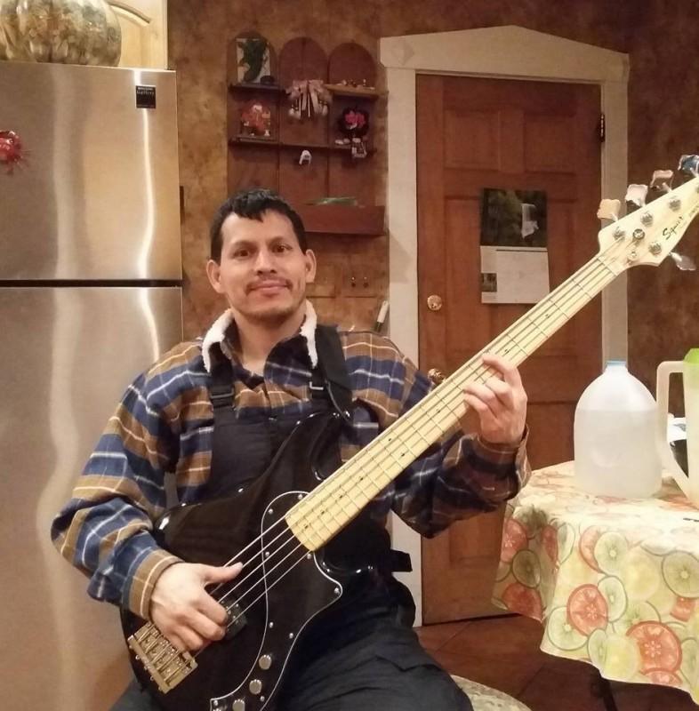 musiloco musicos bajista vallenato clifton
