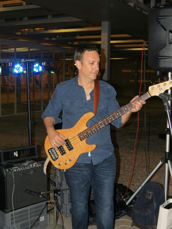 neotot musicos bajista pop/rock xirivella